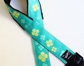 Twirling blooms green SLR camera strap with neck pad and tripod mount spinner