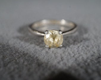 vintage sterling silver fashion solitaire ring with large prong set round white topaz stone, size 7    m8