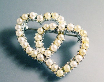 Freshwater Pearl Double Heart Pin