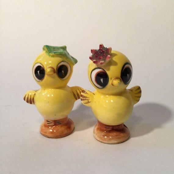 Cute Vintage Kitsch Bird Salt And Pepper Shakers