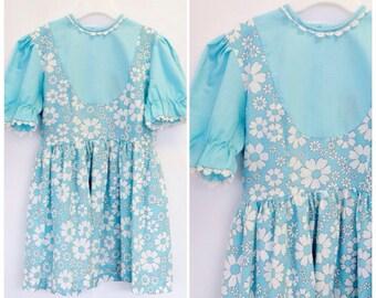 SALE Vintage Toddler Smock Dress Flower Print 60s Retro Childrens Clothing Age 6 - 7