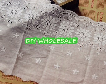 Ivory Daisy Lace fabric ,Venice Lace, Bridal Lace, Costume Altered Couture Supplies 23cm wide