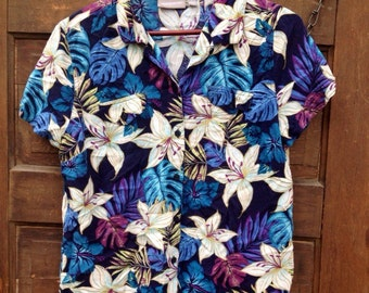 Vintage Women's Button Down Semi Cropped Floral Tropical Shirt