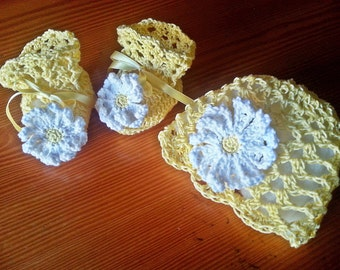 Lacy-Daisy Baby Hat & Booties set