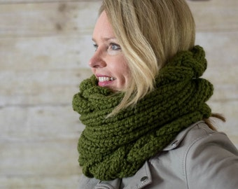 Soft Wool Chunky Cable Knit Snood, Chunky Knit Cowl, Infinity Scarf, Chunky Knit Circle Scarf, Green - Ready to Ship