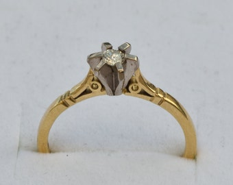 18 ct solid gold ring with a small diamond