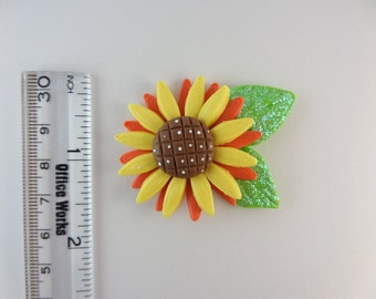 Fall cupcake with leaves  Clay Charm Bead, Scrapbooking, Bow Center, Pendant, Cupcake topper, Magnet 2322