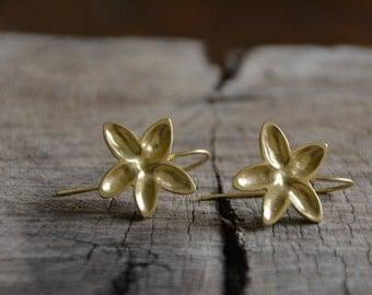 Drop flower earrings, gold flower earrings, floral earrings, bridal earrings gold, dangle flower earrings, nature inspired earrings
