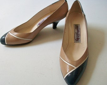 Navy & Taupe High Heel Shoes, Vintage Women's Pappagallo Blue and Tan Leather Pumps Size 6B, Spain