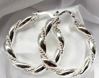 Wunderschöne Creolen im schlichten Design, natürlich in 925er Sterlingsilber, sehr edel !!!