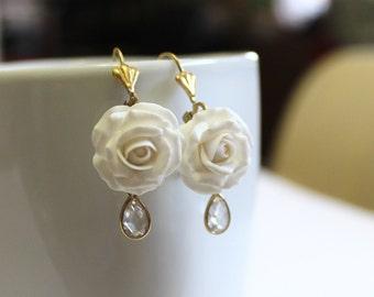 White rose Drop Earrings, White flower drop earrings, White jewelry, White rose Wedding Earrings, White Bridesmaid Jewelry, Bridal Flowers