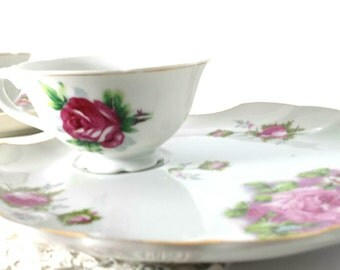 Setting for 2 / Vintage Individual Snack Server Trays and Cups / Scalloped Edge China with Roses made in Japan