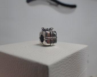 Authentic Pandora Charm Present/ New / 790300