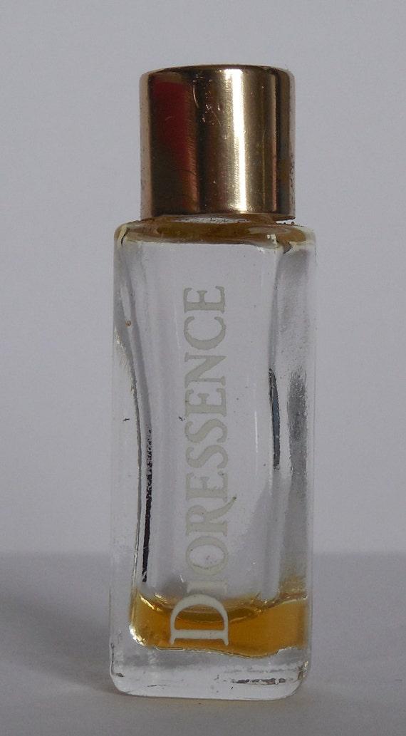 miniature de parfum dioressence de christian dior. Black Bedroom Furniture Sets. Home Design Ideas