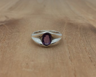 Oval Amethyst Silver Ring // 925 Sterling Silver // Simple Setting // One Available