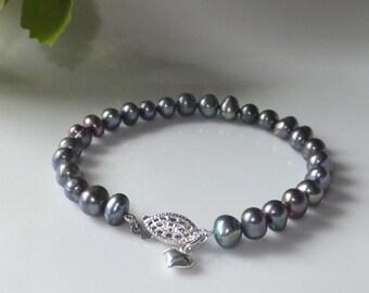 Bracelet of freshwater pearls