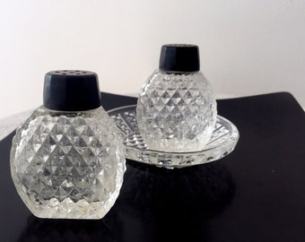 Vintage Cut Glass Small Salt and Pepper Set with Try, Flat Side Salt and Pepper, 1940s Cut Glass Shakers