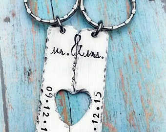 Rustic Mr. Mrs. Bride & Groom Keychain Set of 2 - Wedding gift - Bridal shower gift - Bride - Groom - Save the date - Anniversary Gift
