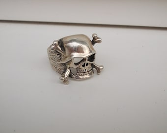 Silver Gents Scull And Crossbones Ring