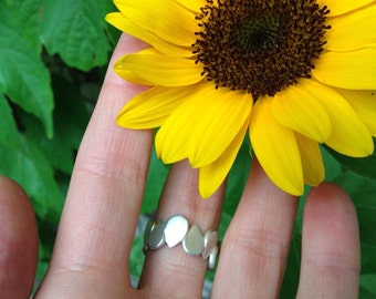 Sunflower seed ring made with recycled sterling silver, handmade in Munich, unique gift for greenthumb
