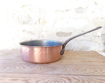 "Large 9"" / 23 cm  hammered French vintage solid copper pan (2mm) with tin lining and cast iron handle"
