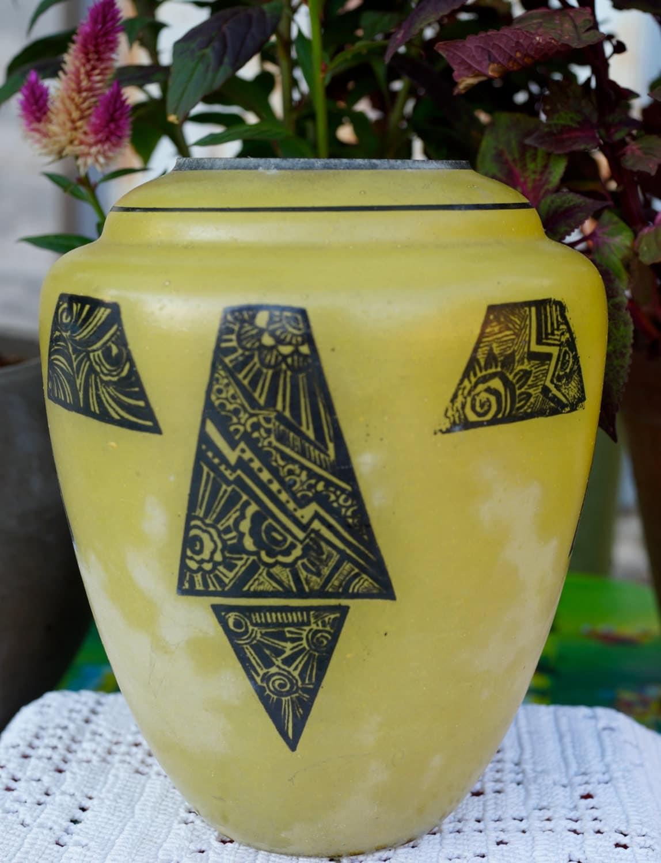 vase en verre p riode art d co orn de motifs g om triques. Black Bedroom Furniture Sets. Home Design Ideas