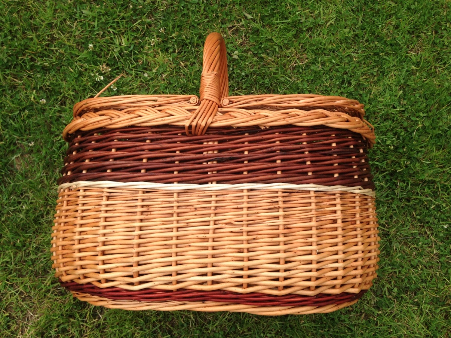 Picnic Baskets For 4 Ireland : Large irish willow picnic basket with lid by