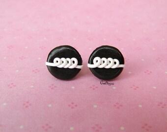 Chocolate cupcake (hostess/pingüinos) / steel stud earrings / miniature food / polymer clay jewelry
