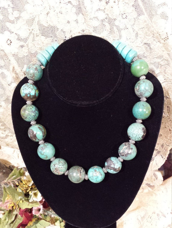 One strand turquoise beaded necklace
