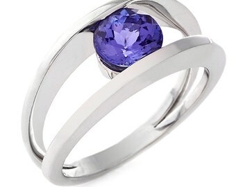 18kt White Gold Tanzanite Ring 2A181