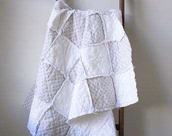 Neutral rag quilt - White rag quilt - Gray white rag quilt - Crib rag quilt - Baby rag quilt