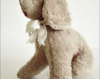 Antique stuffed dog... CHARMANT!
