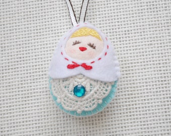 Felt White vs Blue Russian Doll (Medium Size), Felt doll, Felt Matryoshka, Felt Christmas Ornament, Felt Keychain, Felt Toy, Christmas Gift