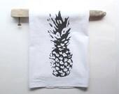Black and White Pineapple Dish Towel / Pineapple Tea Towels / Beach Cottage Decor / Hostess Gift