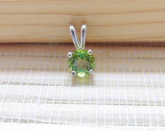 Peridot Pendant Sterling Silver August Birthstone 6mm