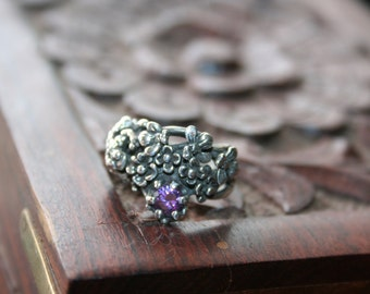 SALE...Vintage Sterling Silver Big Frog with two Bees  flowers purple quartz   stone Ring Twig Diorama  Stunning in size 5