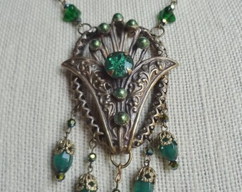 ON SALE--Vintage Deep Emerald Green Necklace