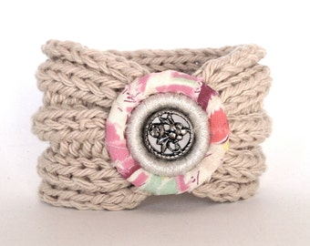 Knitted Bracelet with Vintage Button