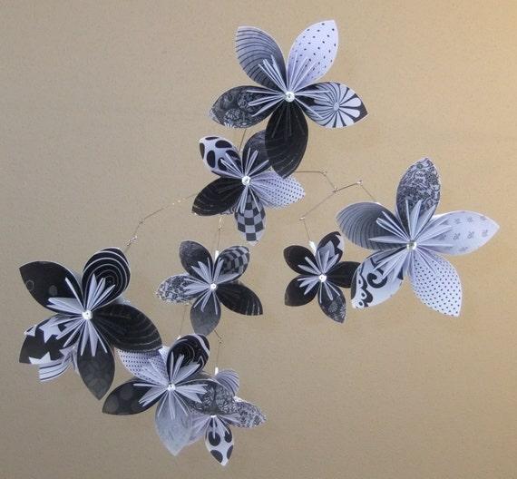 Black and White Flower Mobile, Origami Mobile, Baby Mobile, Nusery Decor, Flower Decor, Nursery Mobile, Little Girl Room Decor, Flowers