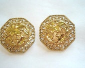 Vintage Jewelry Barrera Avon Pearl  Flower  Gold Clip  Earrings