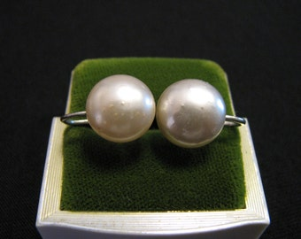 Vintage Round White Faux Glass Pearl Screwback Earrings