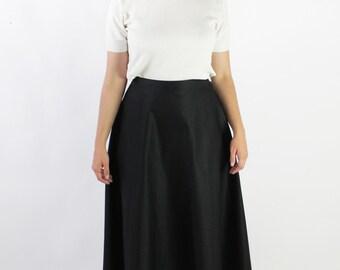 30% OFF SALE Vintage 70s Black Crisp Cotton High Waisted Full Skirt   12