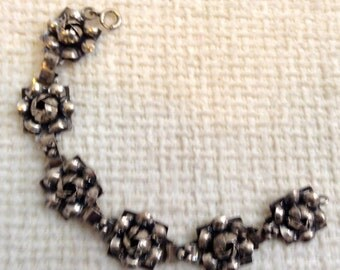 Hobe Sterling Silver Flower bracelet.  Vintage 1960.  Lovely 7 inch links.