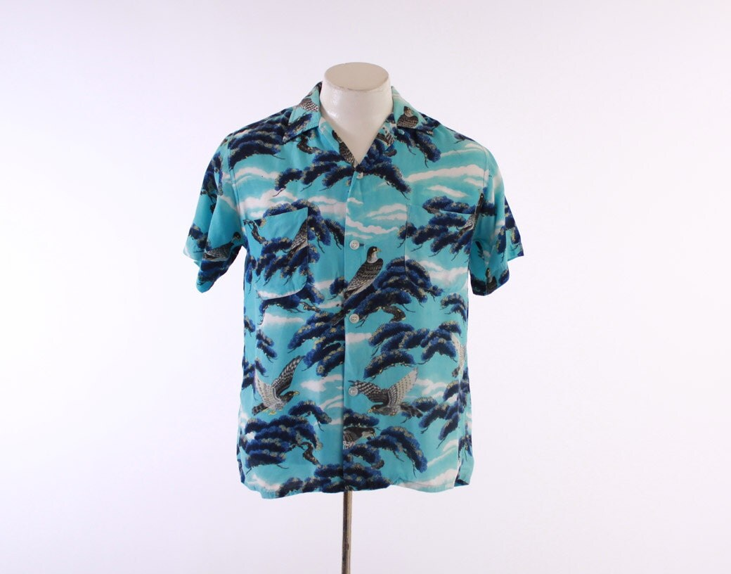 Vintage 50s HAWAIIAN SHIRT / 1950s Men's Bright Rayon EAGLE Hawk Bird Print Loop Collar Aloha Shirt S