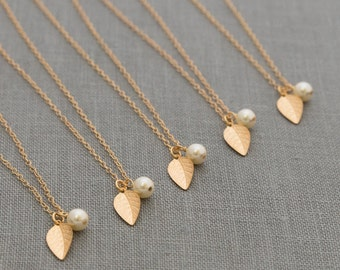Gold Leaf Necklace Set of 8, Fall Bridesmaid Jewelry, Custom Pearl Dainty Jewelry, Fall Bridesmaid Necklace