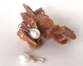 Pearl Earrings,14k gold en silver, elegant gift, ready to ship