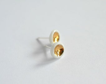 Gold bay - Porcelain and 24K gold jewelry studs with sterling silver (925) posts  - organic tiny stud post earrings - Jasmin Blanc ceramics