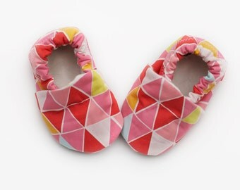 Baby Girl Triangle Print Organic Baby Shoes  0 3 6 12 18 months Geometric Print Shoes / Booties Juicy Mosaic
