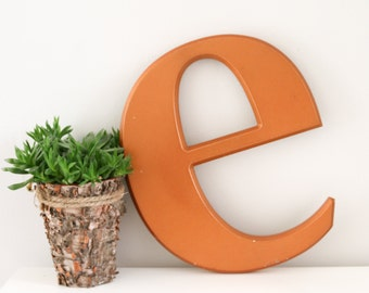 XL Vintage Shop Letter e, Bronze