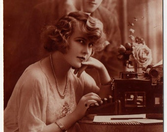 Postcard of Royal No.10 Typewriter with Pretty Flapper Girl